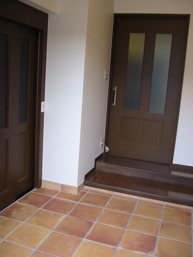 玄関ホールにホームエレベーターを設置