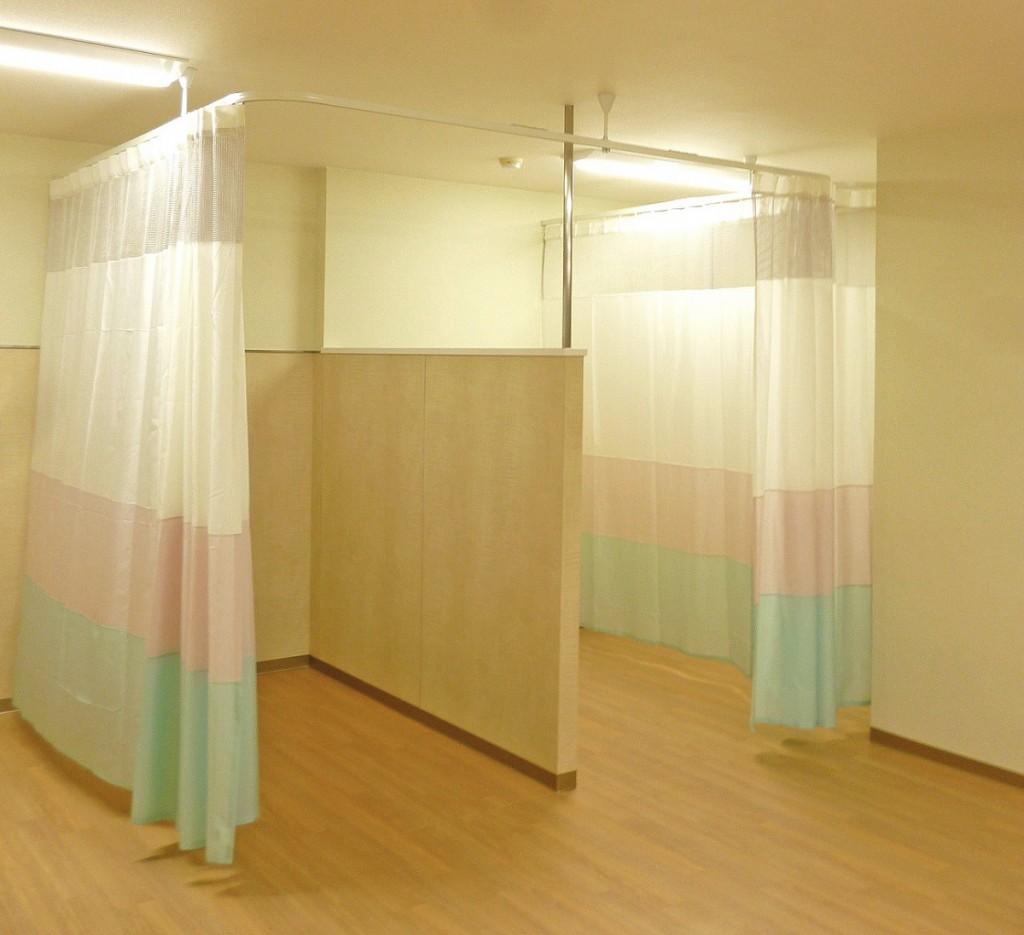 3色の生地で切替えた間仕切りカーテン